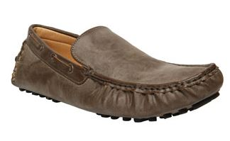 Bata LENNOX Shoes at just Rs.1006 worth Rs.1899